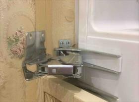 Не закрывается дверь холодильного отделения встроенного холодильника