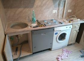 мойка, посудомойка, стиральная машина и варочная панель