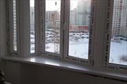 эркерное окно с цельным подоконником