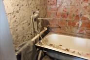 Демонтаж напольной и настенной плитки в ванной комнате